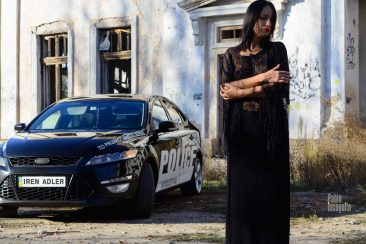 """Nude photoshoot with a """"police"""" car. Pablo Incognito"""