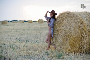 Naked wife of a friend in a cowboy hat in the field. Nude photo by Pablo Incognito