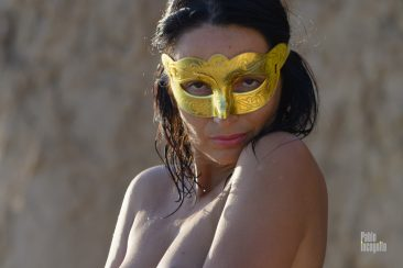 Nude girl in a mask. Nude photographer Pablo Incognito