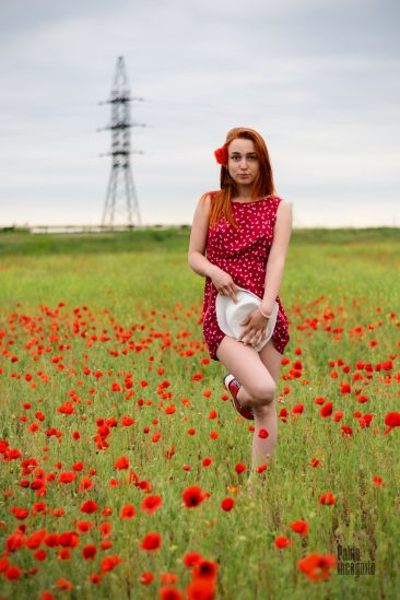 Redhead girl posing without panties. Photo by Pablo Incognito