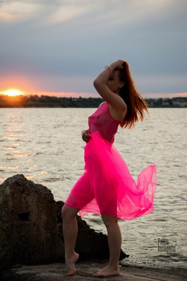 Nude photoshoot at sunset on the river bank. Photo by Pablo Incognito