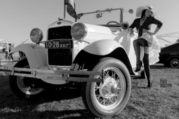 Photo Pin-up at the exhibition of retro cars in Kiev. 2020. Pablo Incognito