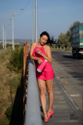 Nude photoshoot on the flyover against the backdrop of cars. Pablo Incognito and Iren Adler