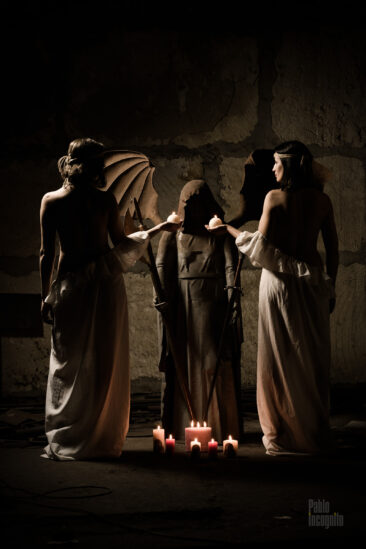 Creative nude photo session with 2 models and a knight. Photo by Pablo Incognito