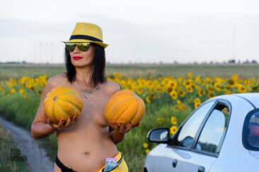 Nude photo session with melons and watermelons. Photo by Pablo Incognito