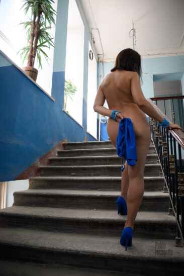 Nude girl on the steps. Nude photo session by Pablo Incognito