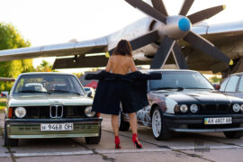 Female exhibitionism at an exhibition of vintage cars BMW. Nude photos of Pablo Incognito