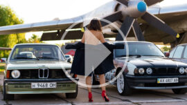 Video backstage with a nude photo session at an exhibition of retro cars. Photographer Pablo Incognito