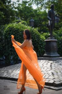 Odesa, nude Iren Adler at the monument to de Ribas