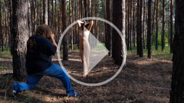 Video backstage nude photo session in the forest. Photographer Pablo Incognito