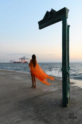 Nude photo session by the sea at dawn. Pablo Incognito