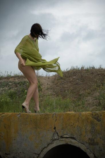 Photo session Nude on the bridge before the rain. Photographer Pablo Incognito