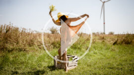 Video backstage of nude photo sessions by Pablo Incognito. Girl posing erotically in the field.
