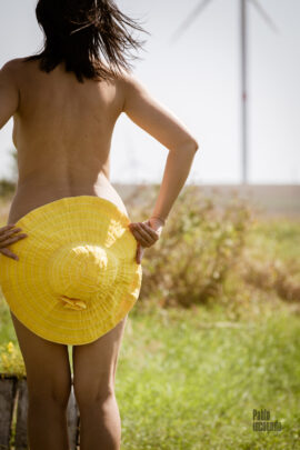 Naked girl with a yellow hat. Nude photoshoot in the field. Photographer Pablo Incognito