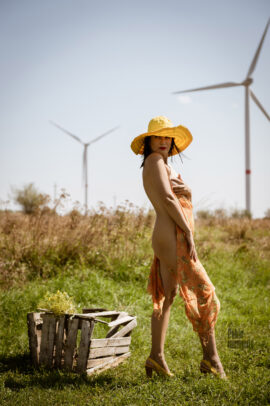 Nude photo session in the field near the windmills. Rural romance by photographer Pablo Incognito