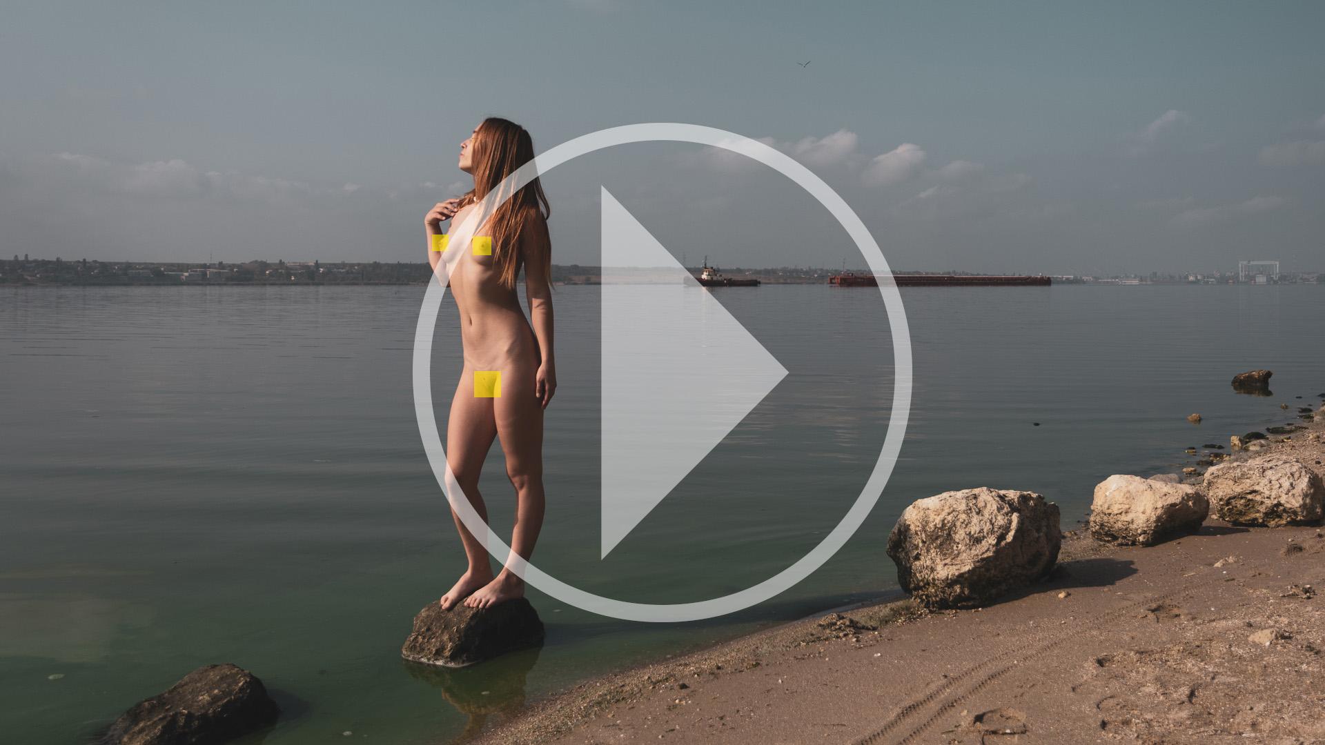 Відео бекстейдж ню-фотосесії на березі річки. Фото Пабло Інкогніто