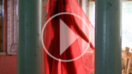 Video backstage nude photo session. Nude woman with a transparent red cloth. Photographer Pablo Incognito