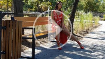 Nude model Iren Adler walks in the park with bikini highlights. Video. Pablo Incognito