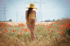 Nude photoshoot with poppies. Topless and bottomless in a wheat field. Photo by Pablo Incognito