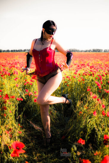 Passionate bottomless in poppies. Nude photoshoot by Pablo Incognito