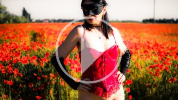 Video backstage of a nude photo shoot in poppies. Photo by Pablo Incognito