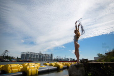 Bottomless girl on the shore of the harbor. Nude photoshoot Pablo Incognito