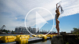 Video backstage nude photo session on the coast of the harbor. Pablo Incognito