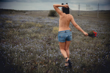 Topless girl with a bouquet of flowers. Nude photoshoot Pablo Incognito
