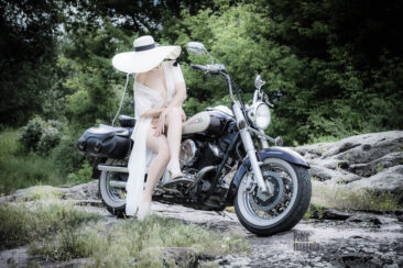 Gentle nude on a motorcycle. Photoshoot Pablo Incognito